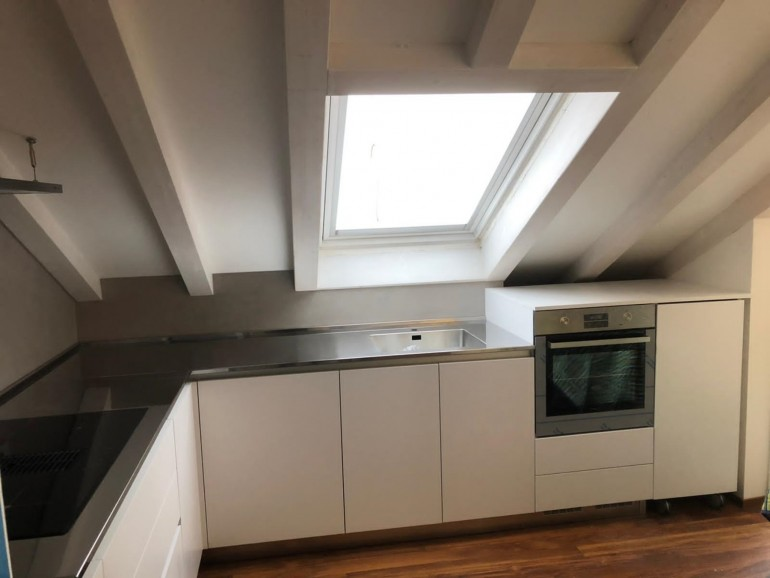 011 C177 Cucina in laminato bianco con top inox Steellart