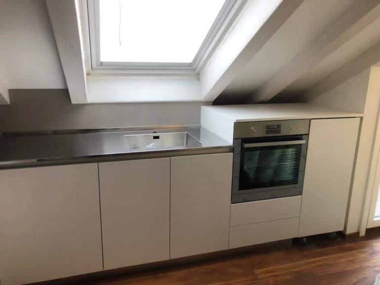 013 C177 Cucina in laminato bianco con top inox Steellart