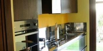 1391177026(1) 2x1 C61 Cucina inox- noce canaletto a parete Steellart