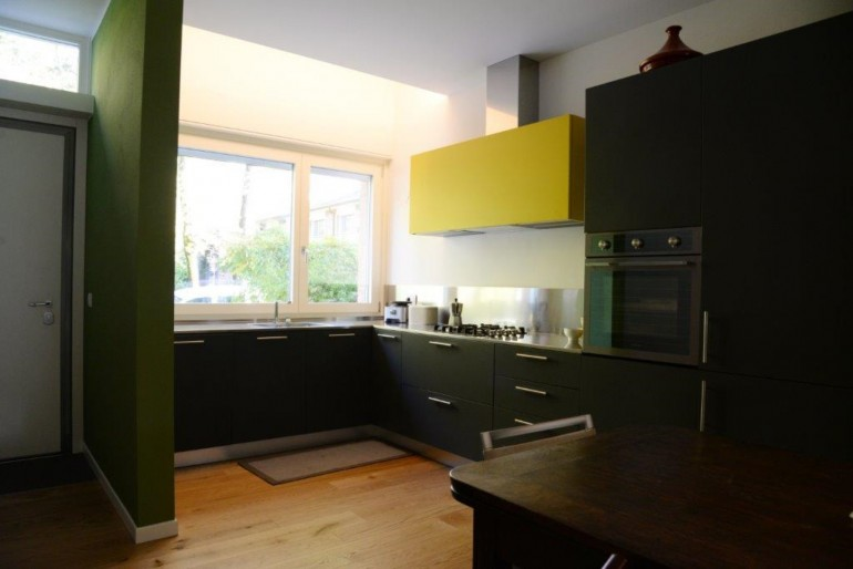 Alice 1 26 11 C172 Cucina ad angolo sottofinestra , con vista Steellart