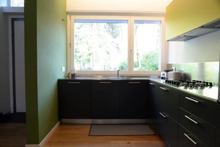Alice 2 26 11(1) C172 Cucina ad angolo sottofinestra , con vista Steellart