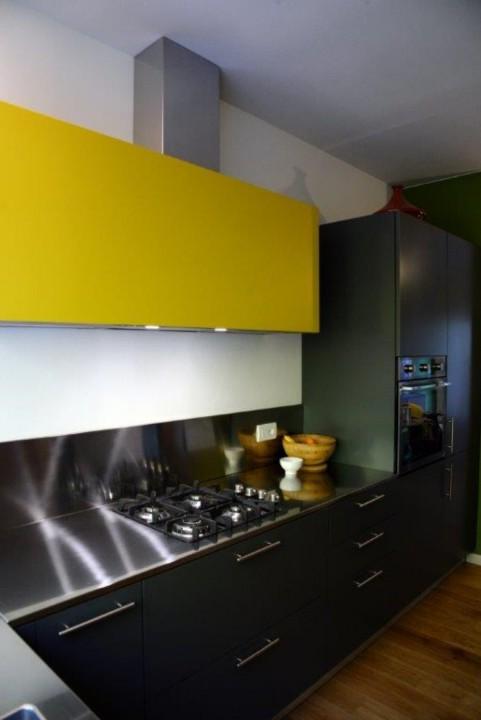 Alice 4 26 11 C172 Cucina ad angolo sottofinestra , con vista Steellart