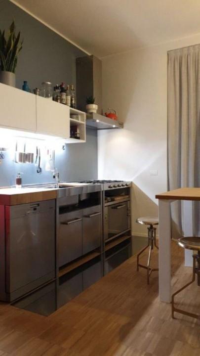 cucina con elementi inox freestanding