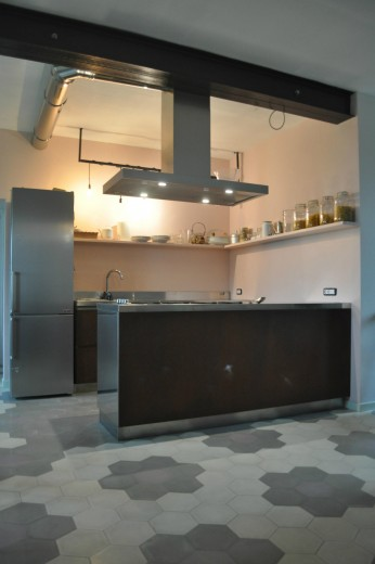 cucina in acciaio inox e Corten