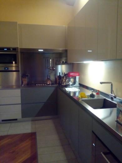 C110 cucina ad angolo con bancone snack inox fenix laccato for Bancone con angolo