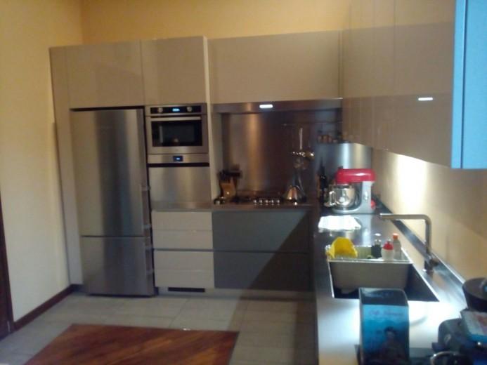C110 Cucina ad angolo con bancone snack inox/fenix/laccato - Cucine ...