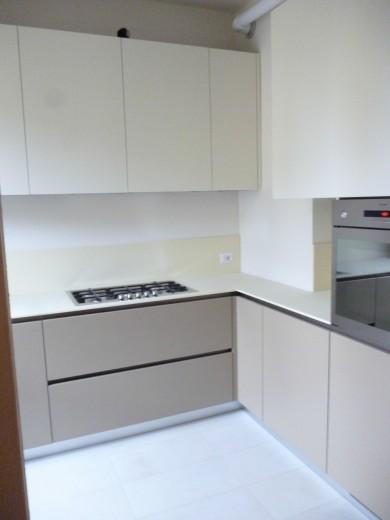 cucina ad angolo con ante laccate