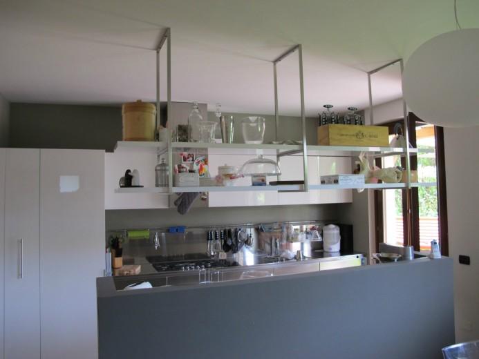 Parete Cucina Con Mensole : C cucina inox bianca parete isola cucine steellart