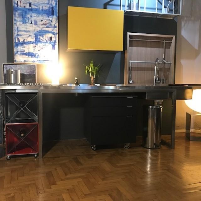 C131 cucina inox e fenix a moduli indipendenti cucine for Moduli cucina