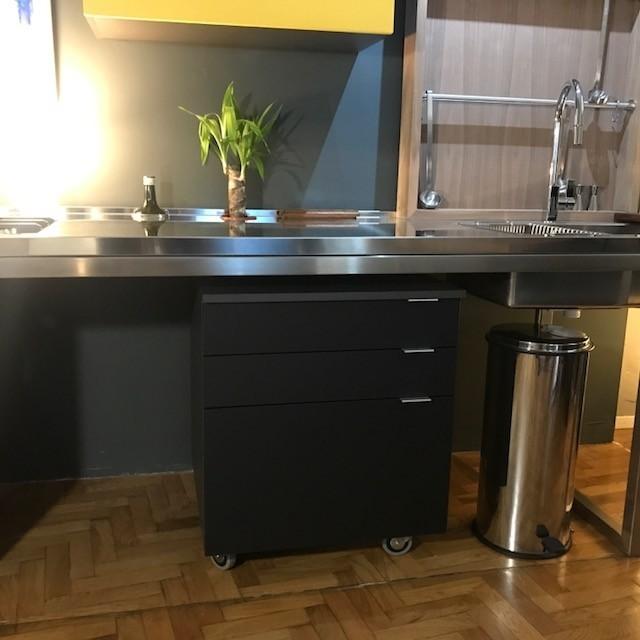 cucina inox e fenix a moduli indipendenti