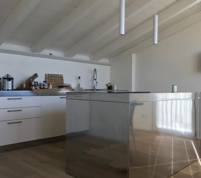C132 cucina a parete con isola cottura in acciaio inox for Cucina con isola cottura