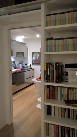 cucina in acciaio inox a  parete