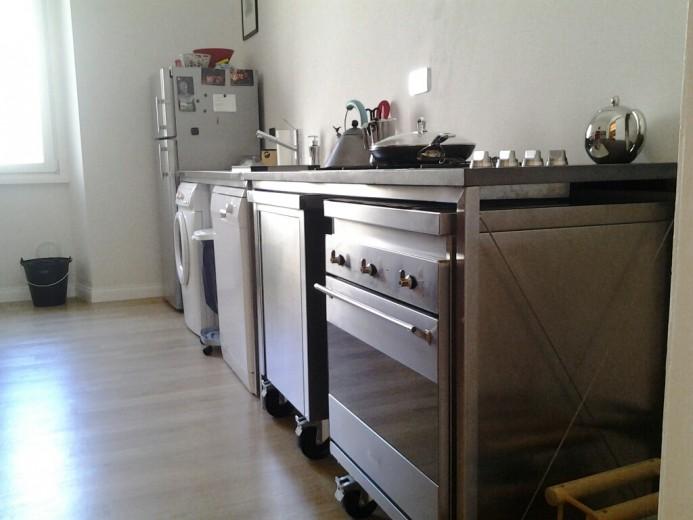 Cucina destrutturata in acciaio inox