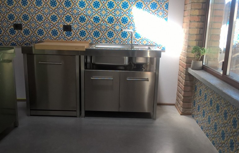 cucina  con elementi in acciaio inox freestanding