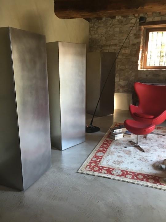 Serie di colonne in acciaio inox