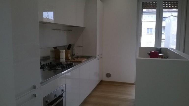 Cucina a  parete  con  isola funzionale