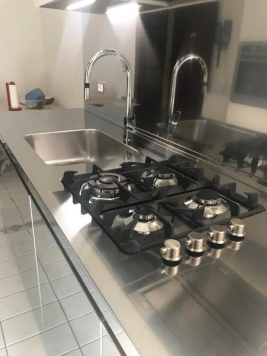 Draghi s2rid. C 146 Blocco cucina in acciaio inox e pensili white Steellart