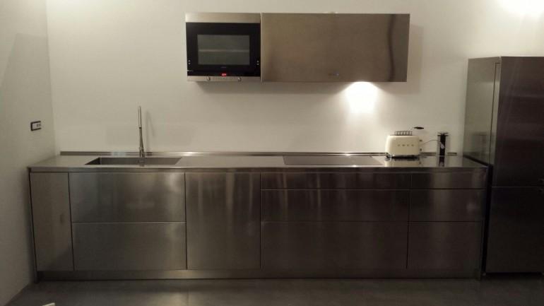 Gregori cucina inox IMG 20160206 WA0006 C98 Cucina di design in acciaio inox per parete L 490cm Steellart