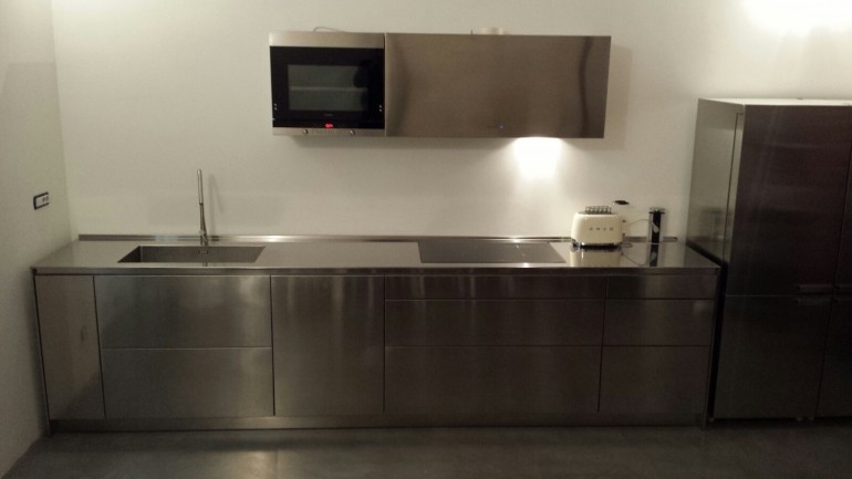 Cucina di design in acciaio inox per parete L 490cm