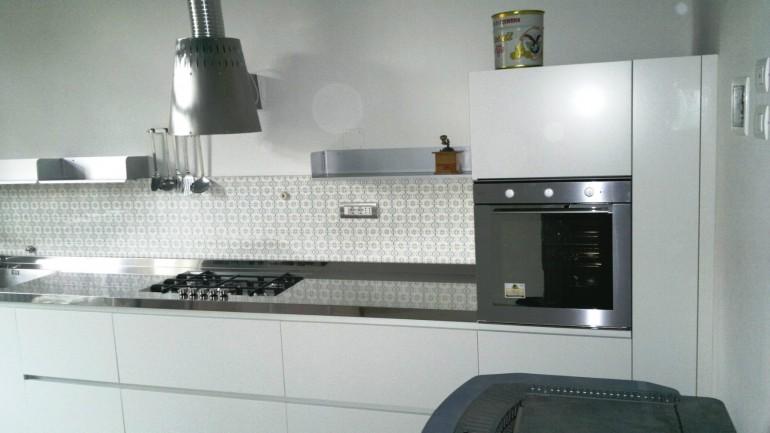 C 80 Cucina in acciaio inox e bianco L 5.2 metri a parete ...