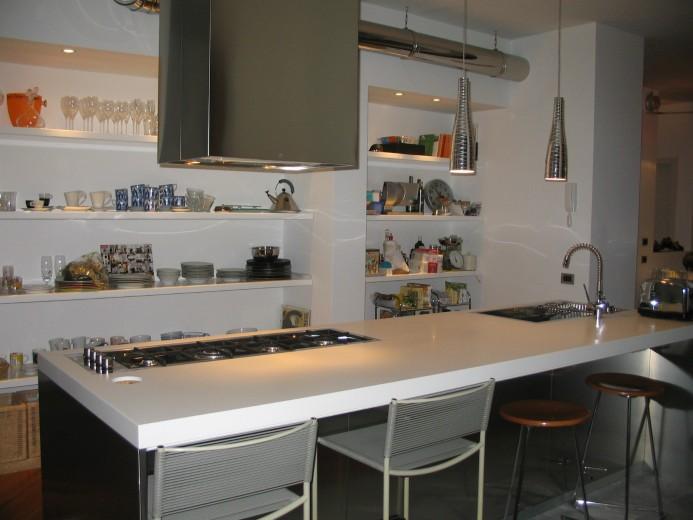Cucina in acciaio inox e Corian