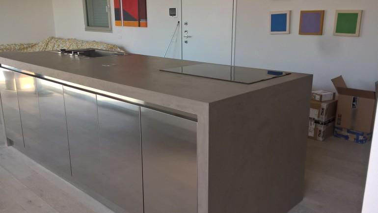 C100 cucina di design in acciaio inox a isola e parete attrezzata ...
