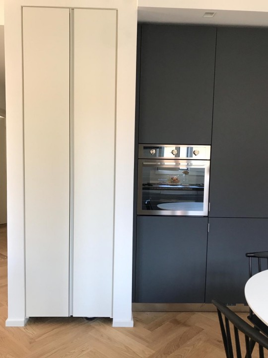 PHOTO 2020 05 26 14 51 32B C174 cucina in acciaio inox e fenix su due lati Steellart