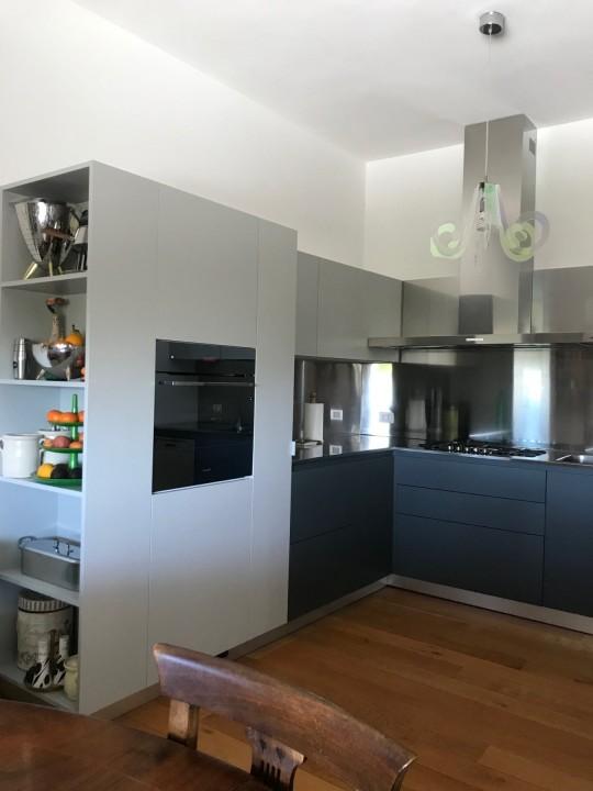 Puppo 8  C175 Cucina ad angolo inox, grigio Londra e grigio cenere Steellart