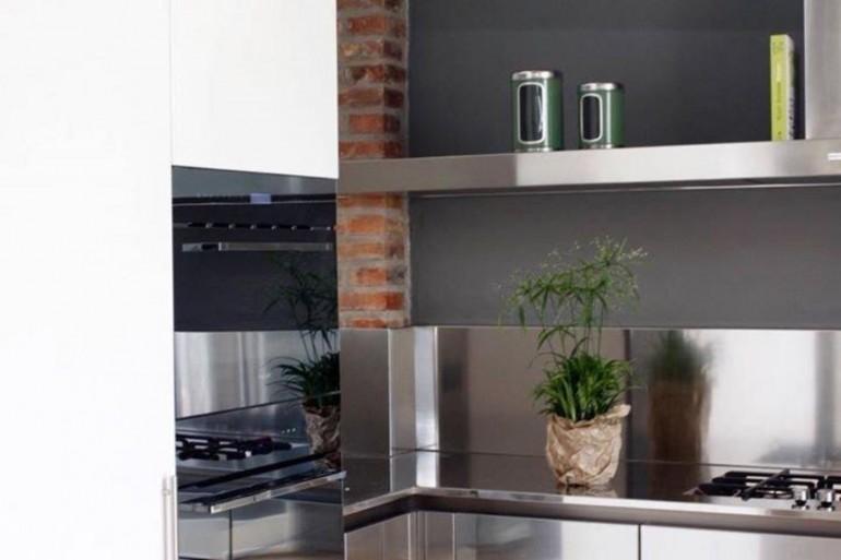San damiano 2 16 aprile 2018 (1) C142 cucina in acciaio inox e fenix ad angolo Steellart