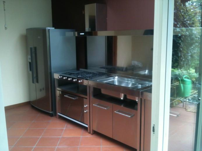 Vertua 19 settembre 2014 C76  Cucina inox  con  elementi freestanding Steellart