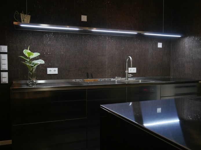 cucina full inox a parete e penisola