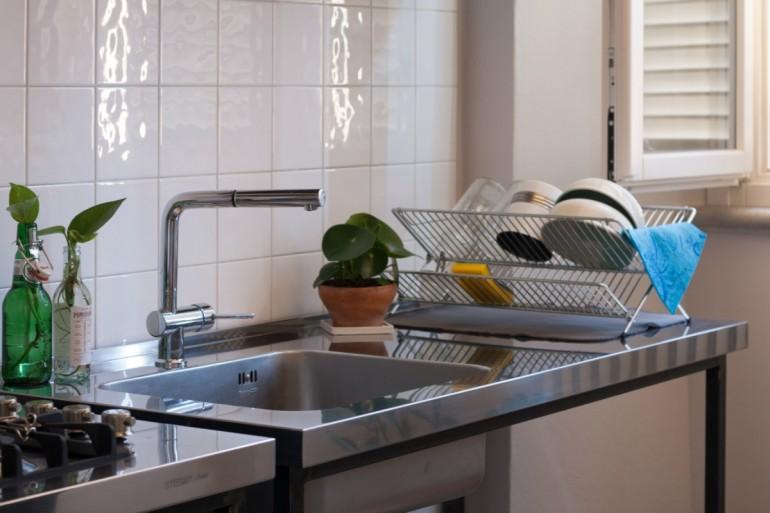 Cucina in acciaio inox e ferro a moduli indipendenti
