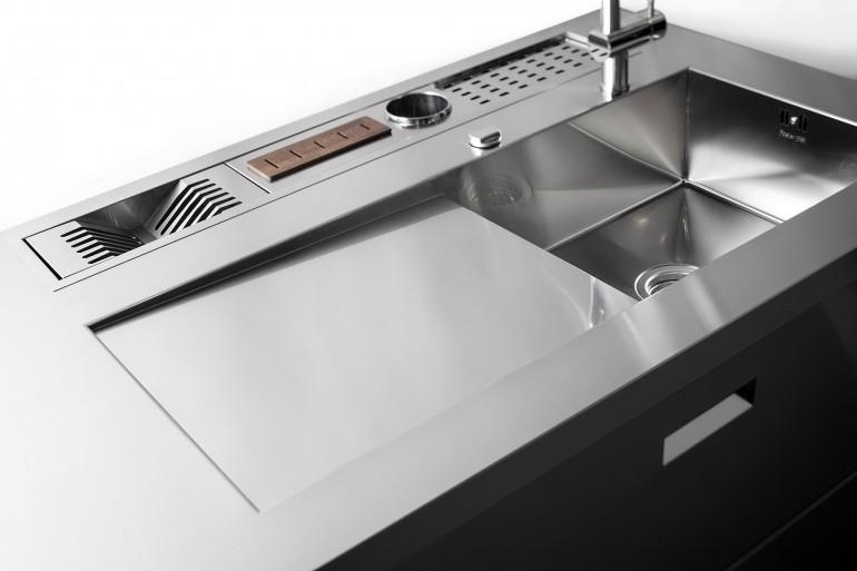 cucina inox dettaglio lavello